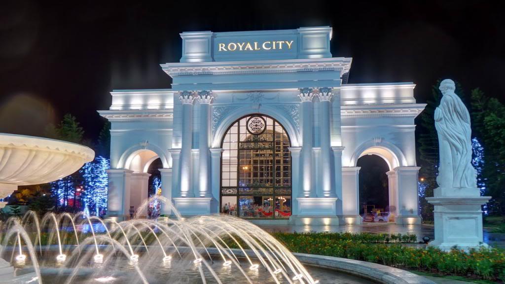 Cổng vào dự án Vinhomes Royal City